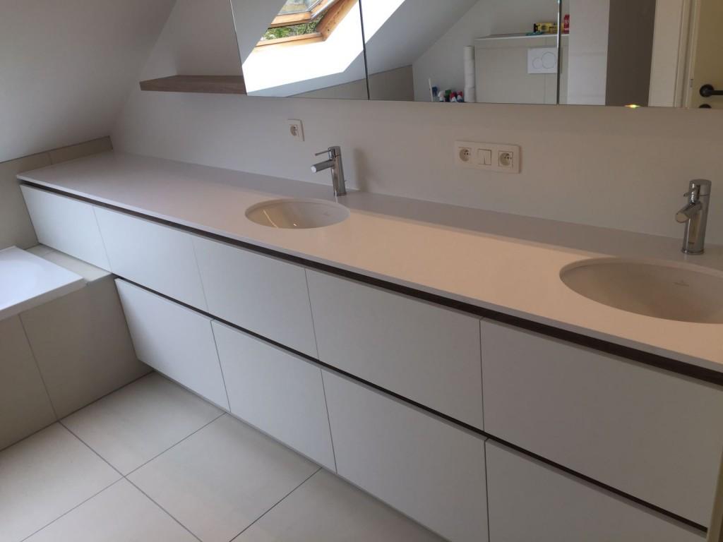 Badkamermeubel en spiegelkast met wastafels